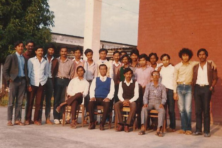 Students of 15th Batch Mechanical Department   with Teachers in 1985
