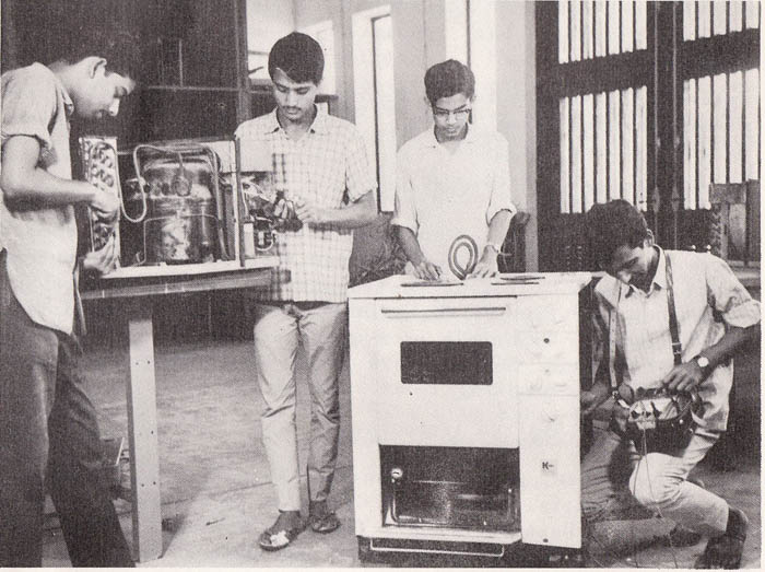 Student in the practical class of Electrical dept -b