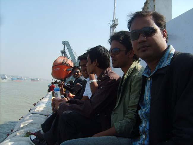 Some young Alumni enjoy the sea tour-2010