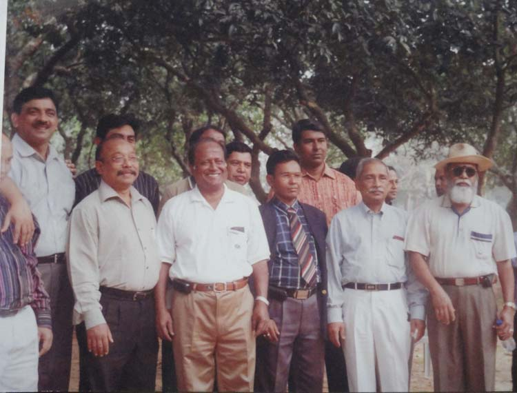 Some Senior Alumni in the Picnic at Dairy Firm near Dhaka-2010